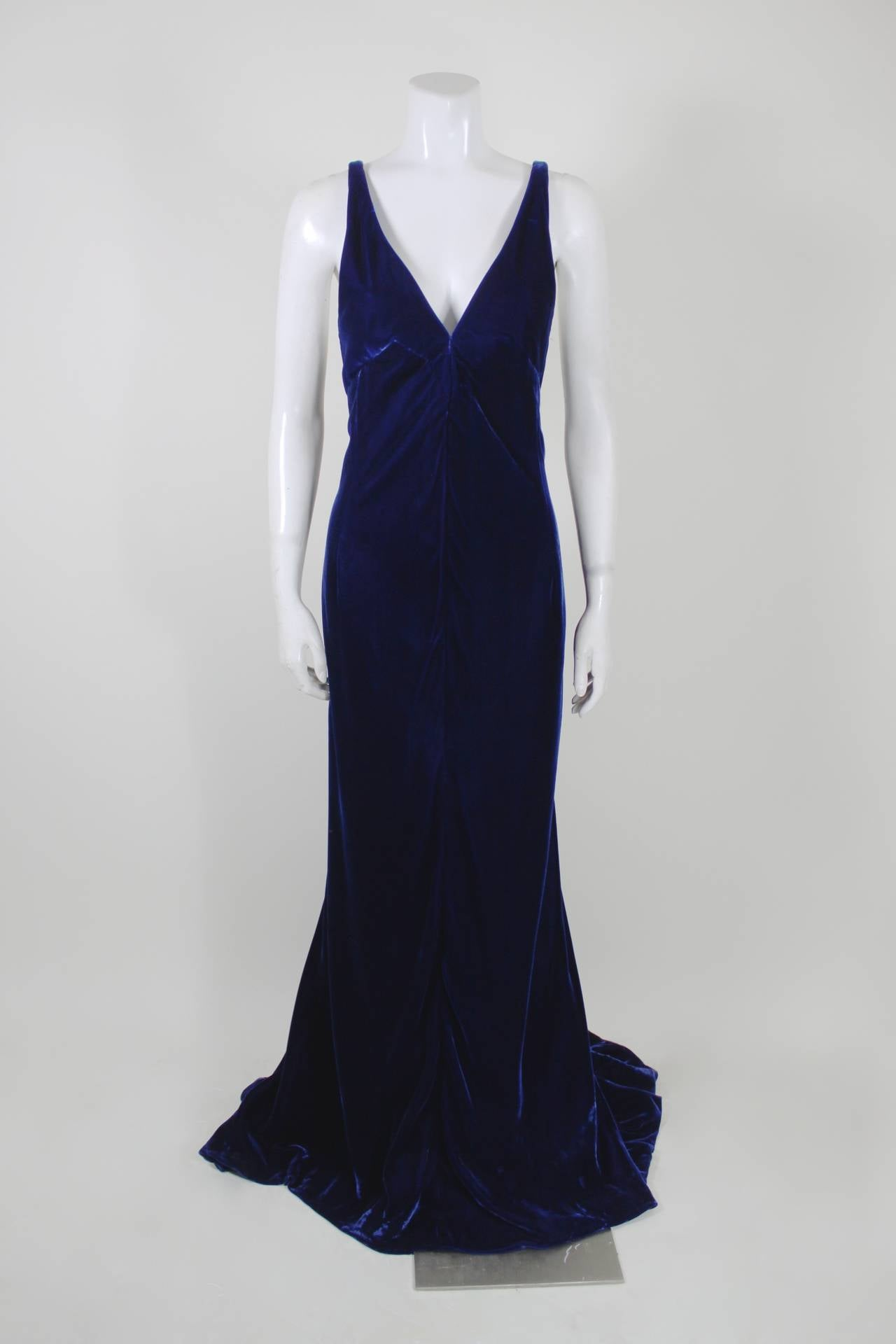 Jacqueline De Ribes Stunning Midnight Blue Velvet Evening Gown In Excellent Condition For Sale In Los Angeles, CA