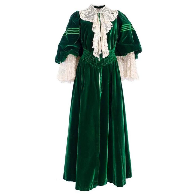 Early 1900's House of Worth Green Velvet Dressing Gown 2