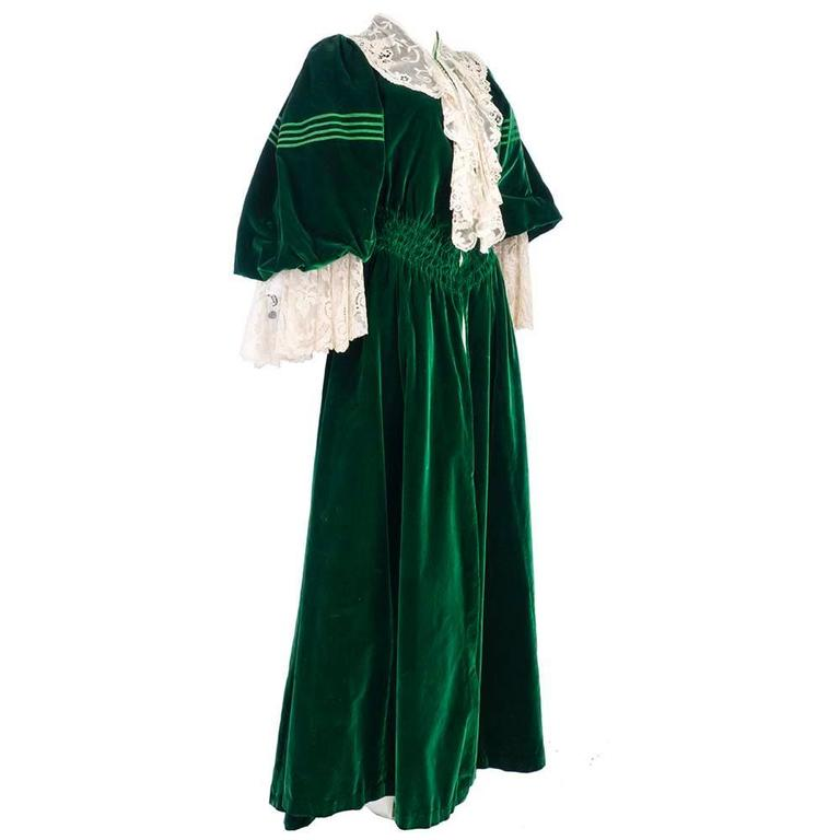 Early 1900's House of Worth Green Velvet Dressing Gown 1
