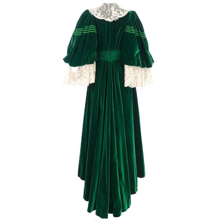 Early 1900's House of Worth Green Velvet Dressing Gown 3