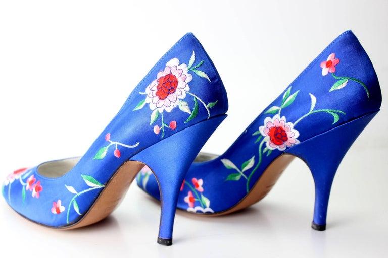 Norma Kamali Vintage Blue Satin Embroidered Floral Pumps For Sale 5