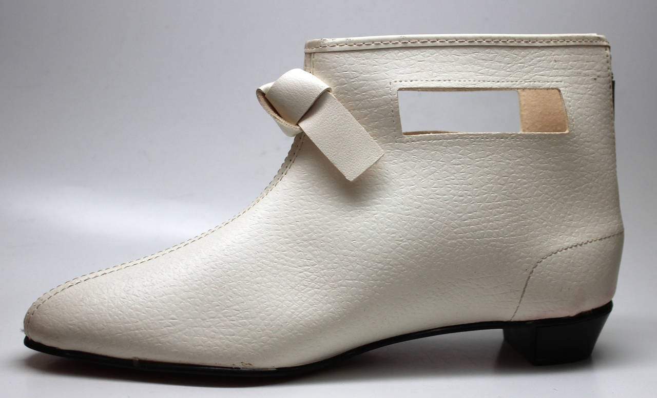 Rare 1960s Hullabaloo Cut-Out Go Go Boots For Sale 2
