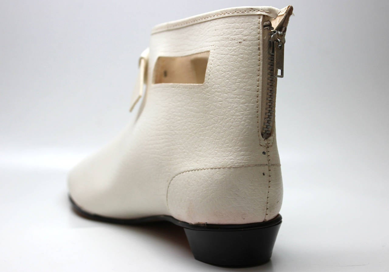Rare 1960s Hullabaloo Cut-Out Go Go Boots In Good Condition For Sale In New York, NY