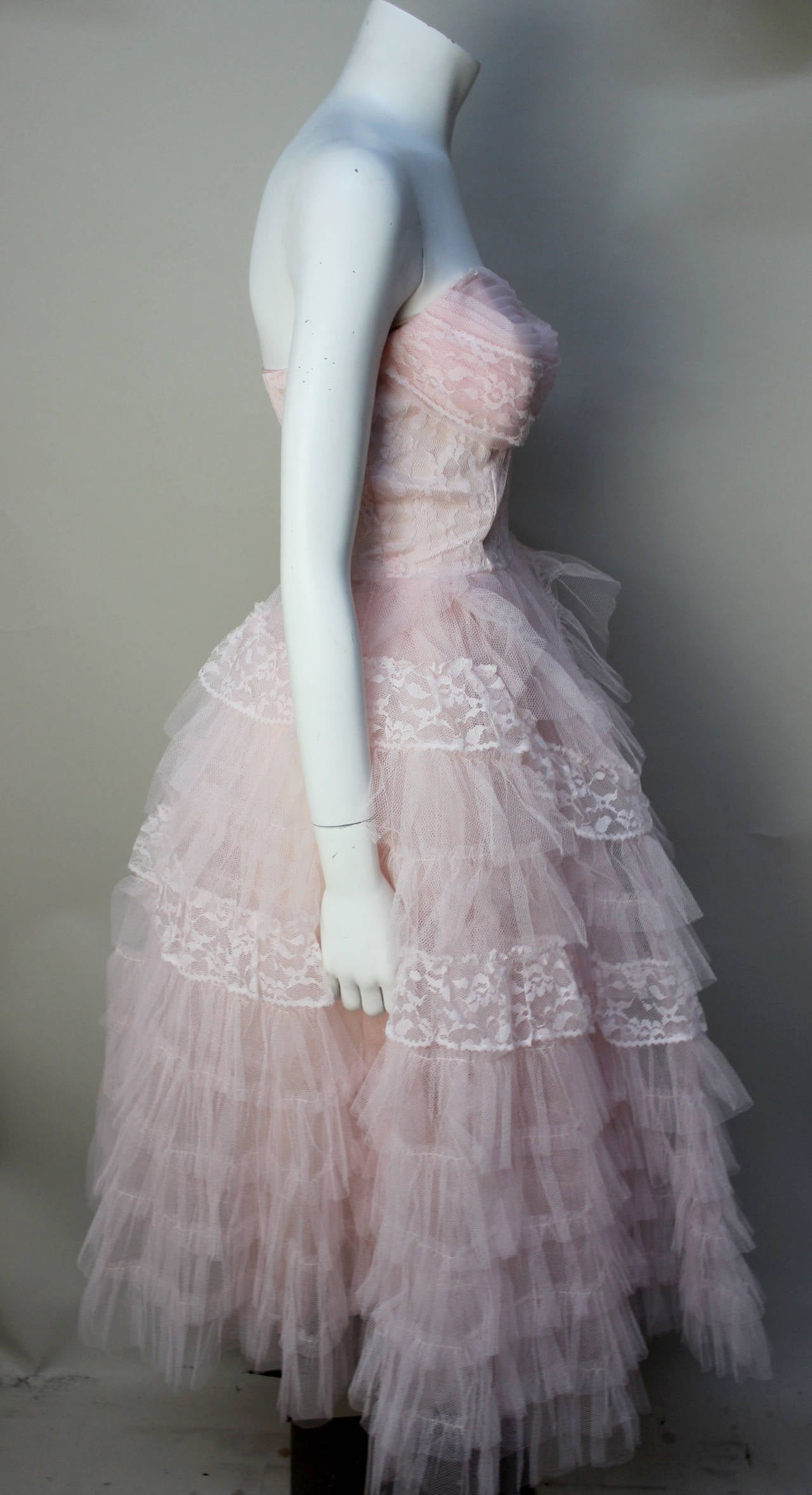 Stunning Never Worn 1950s Pink Tulle Evening Dress with Lace Bolero In Good Condition For Sale In New York, NY