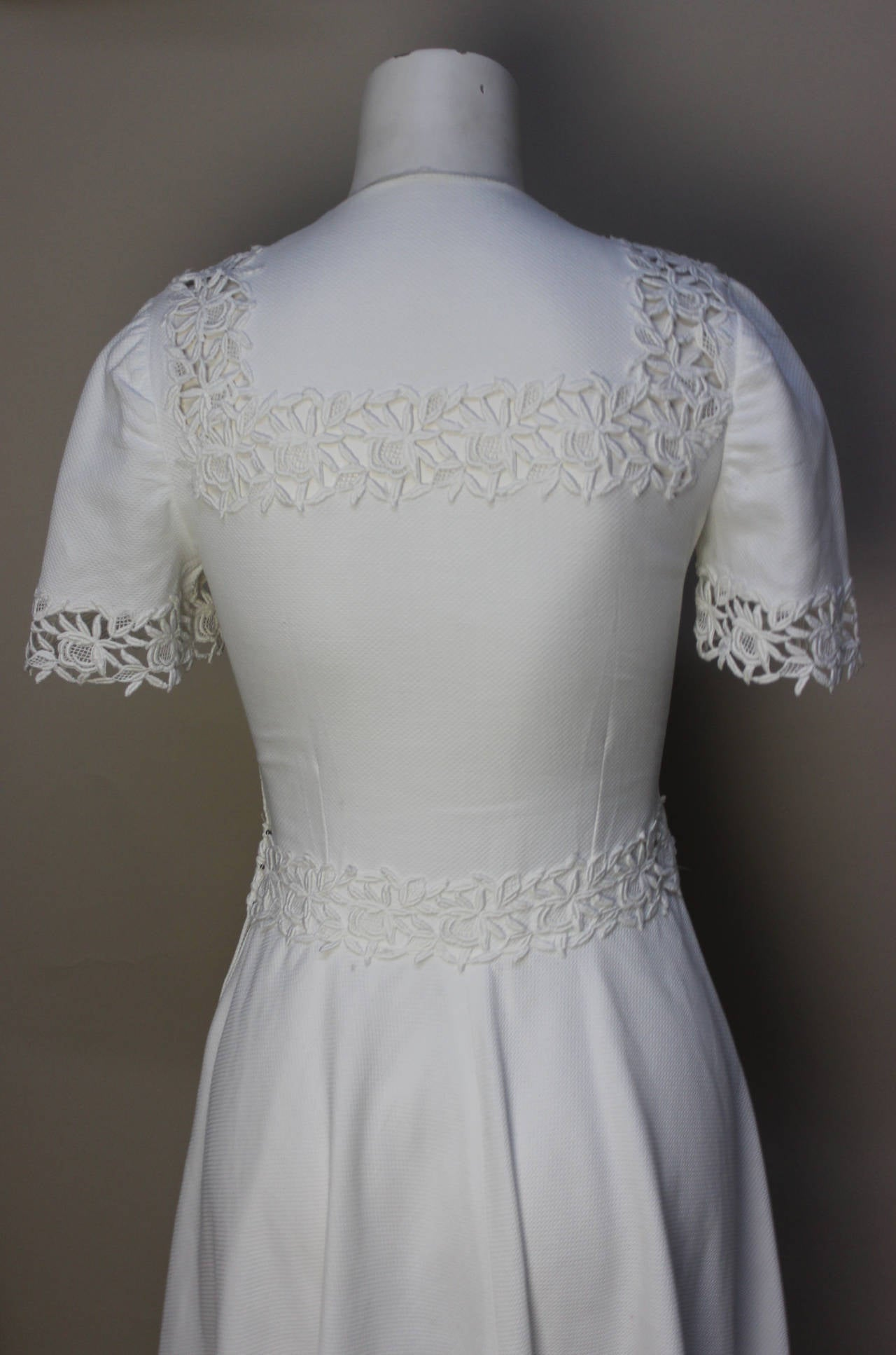 1940s/1950s Lawn Party White Pique Dress In Excellent Condition For Sale In New York, NY