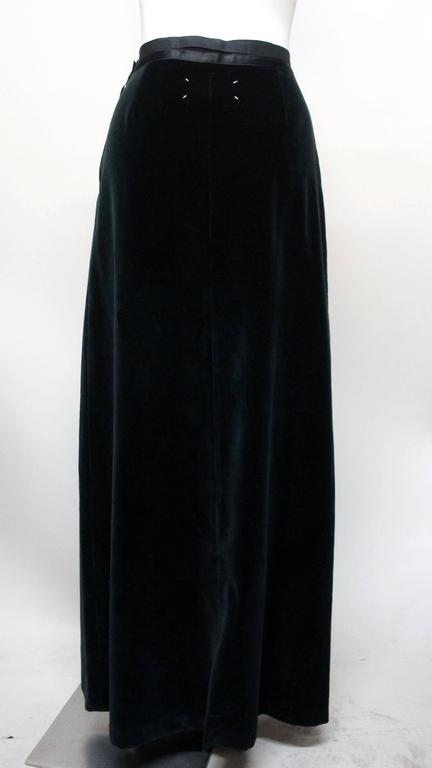 Martin Margiela Early 90s Forest Green Velvet White Label Skirt In Excellent Condition For Sale In New York, NY
