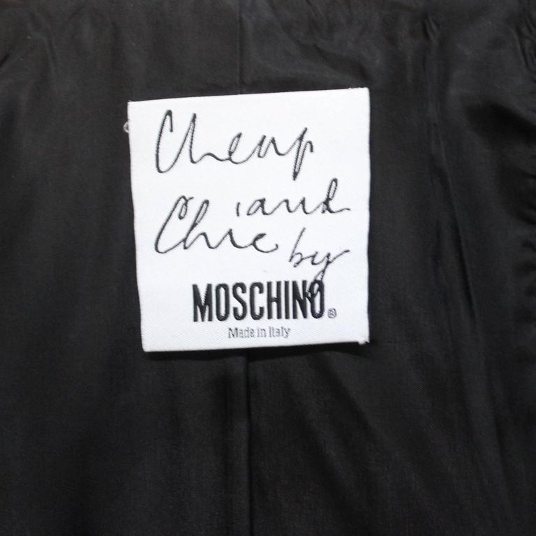 Moschino Scalloped Collar Jacket with Daisy Buttons For Sale 3