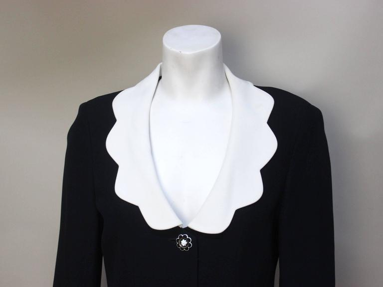 Moschino Scalloped Collar Jacket with Daisy Buttons For Sale 1