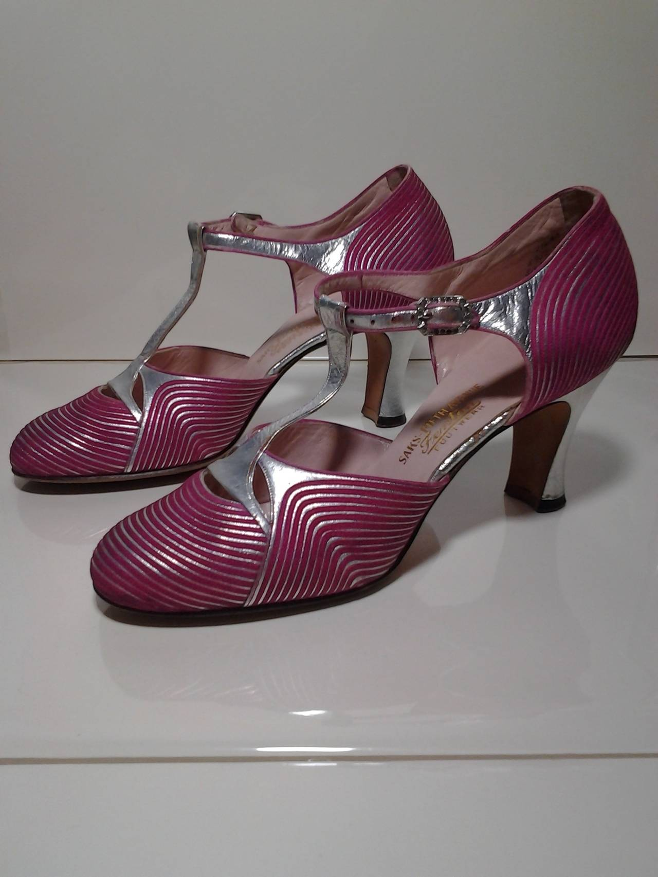 1920s Art Deco Silver Gilt Leather and Fuchsia Satin T-Strap Dancing Pump 2