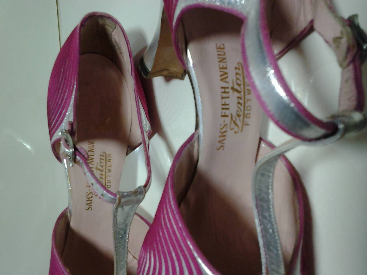 1920s Art Deco Silver Gilt Leather and Fuchsia Satin T-Strap Dancing Pump 6