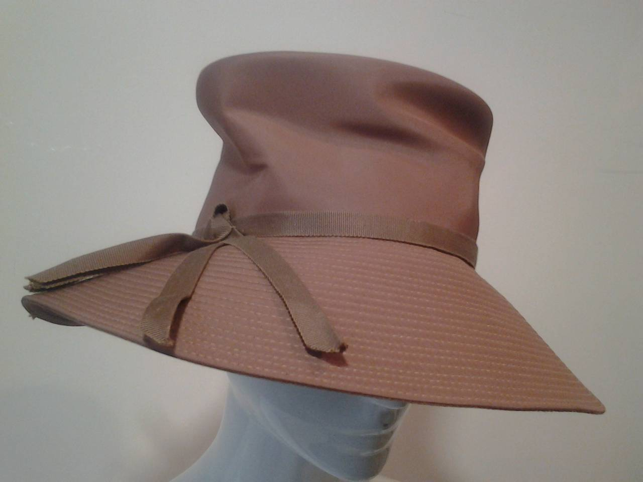 Brown 1960s Gene Doris Cappuccino Acetate Hat and Matching Satin/Jersey Gloves For Sale