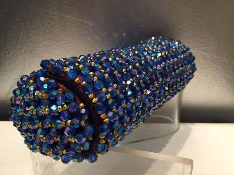 1950s Koret Sapphire Blue and Gold Beaded Barrel Clutch In Excellent Condition For Sale In San Francisco, CA
