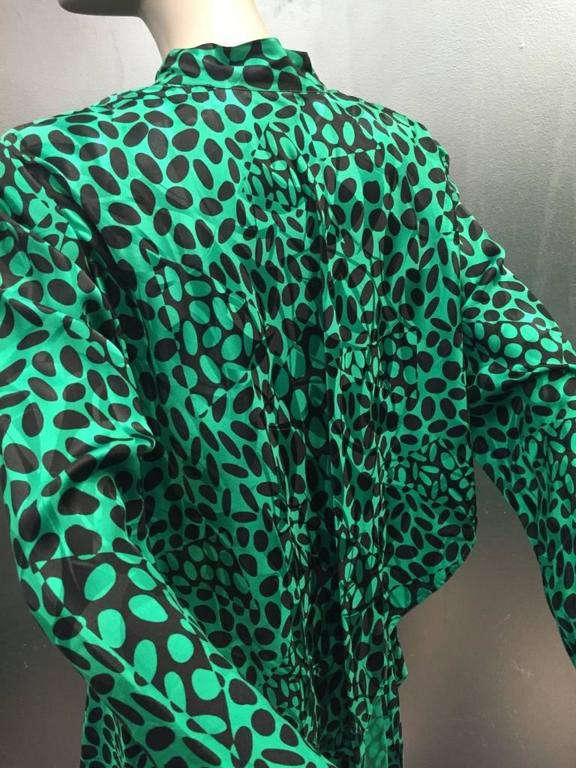 1980s Emerald and Black Elipse Print Tiered Button-Down Dress  For Sale 3