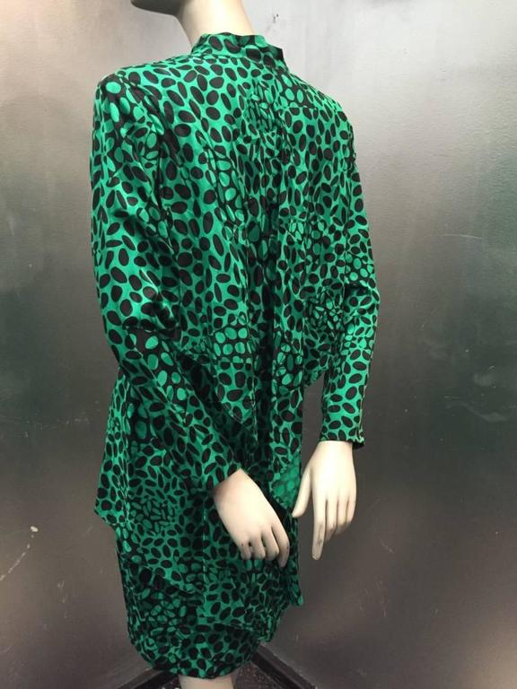 1980s Emerald and Black Elipse Print Tiered Button-Down Dress  For Sale 4