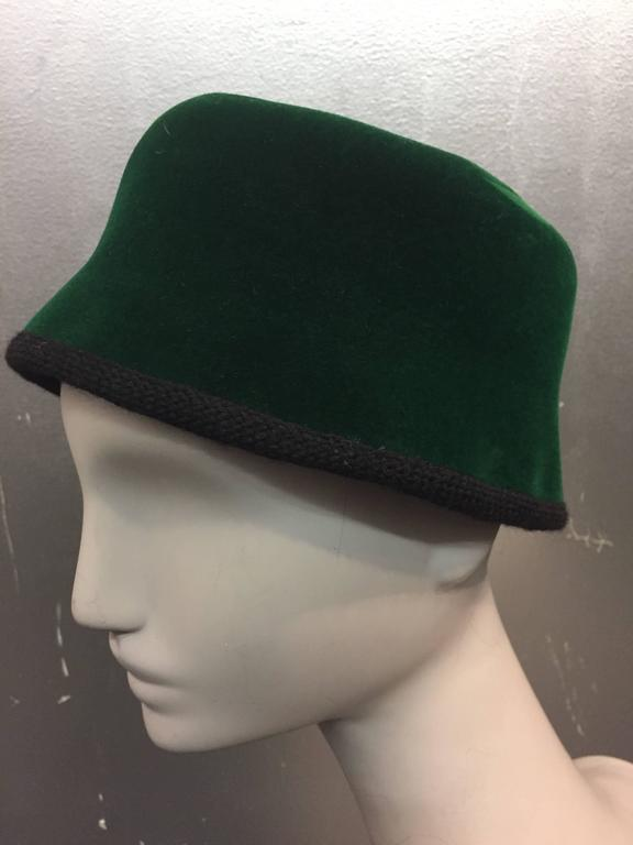 1960s Christian Dior Evergreen Velvet Felt Fez Style Hat W/ Knit Back Bow In Excellent Condition For Sale In San Francisco, CA