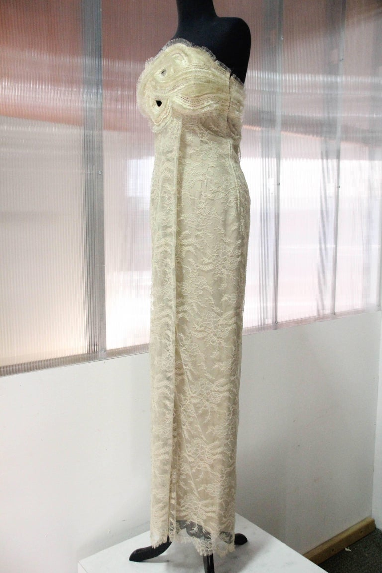 1990s Gianfranco Ferre Ecru French Lace and Horsehair Braid Strapless Gown In Excellent Condition For Sale In San Francisco, CA