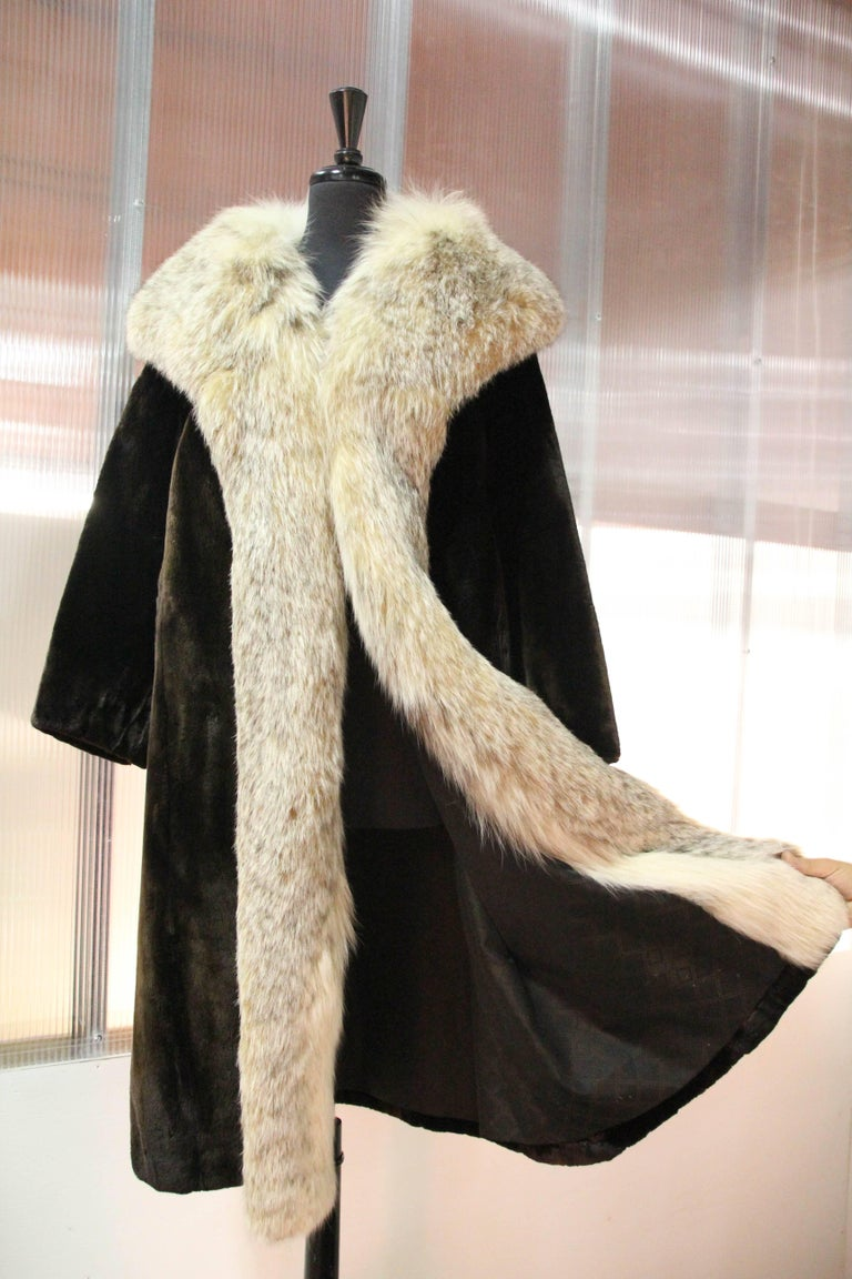 1960s Herbert's Sheared Beaver Coat with Plush Lynx Collar and Trim In Excellent Condition For Sale In San Francisco, CA