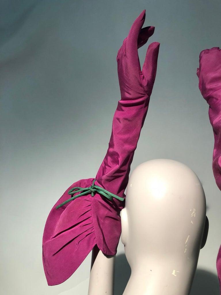Rare 1940s Sally Victor Fuchsia & Green Hat & Opera Glove Ensemble For Sale 2