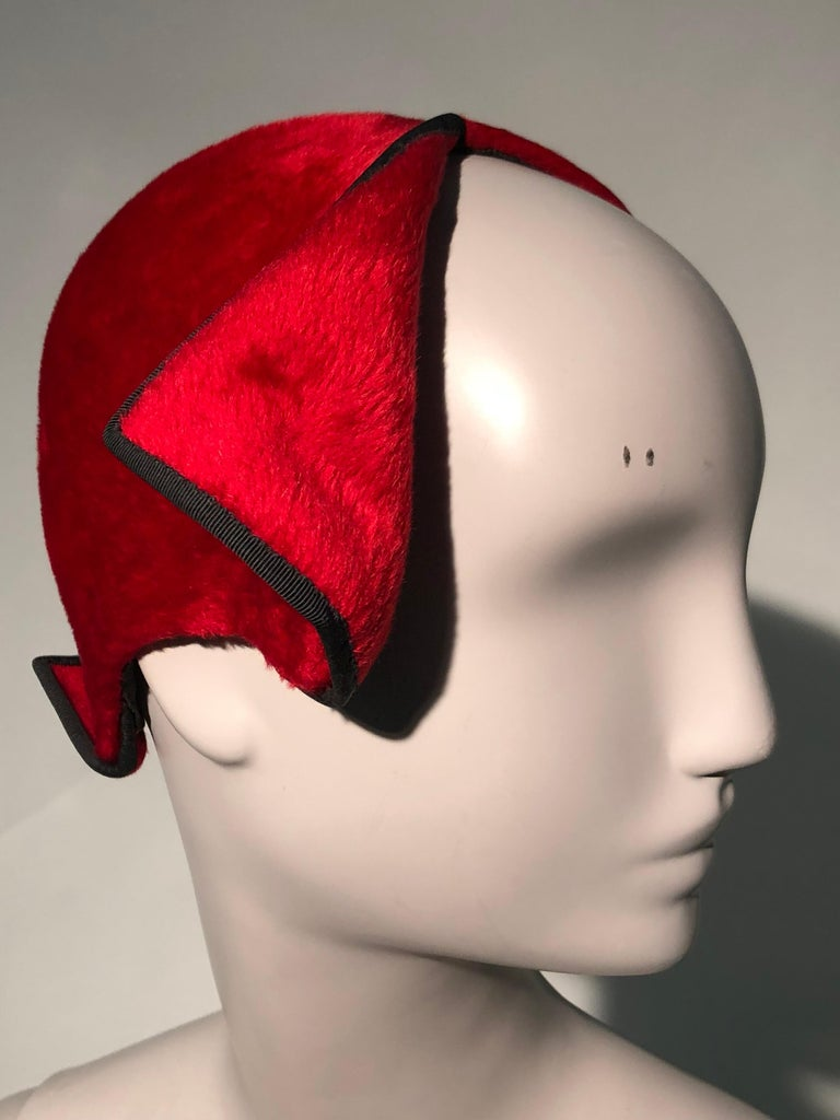 1950s John Frederics Cardinal Red Fur Felt Cloche Hat W/ Black Trim  For Sale 3