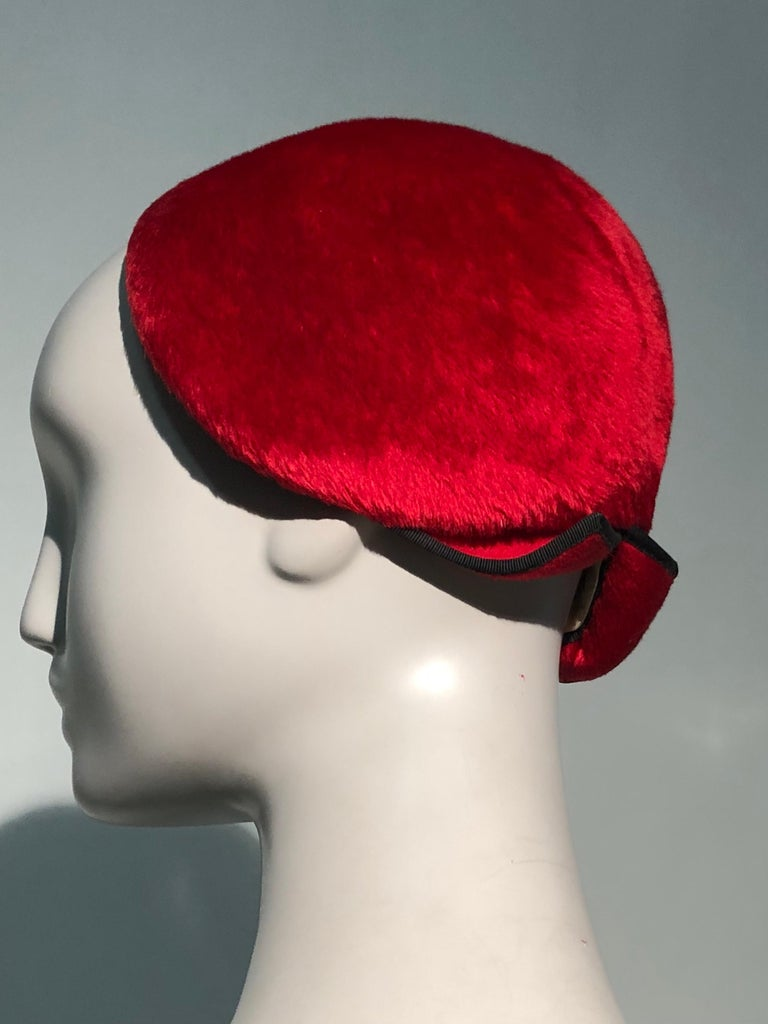1950s John Frederics Cardinal Red Fur Felt Cloche Hat W/ Black Trim  For Sale 6