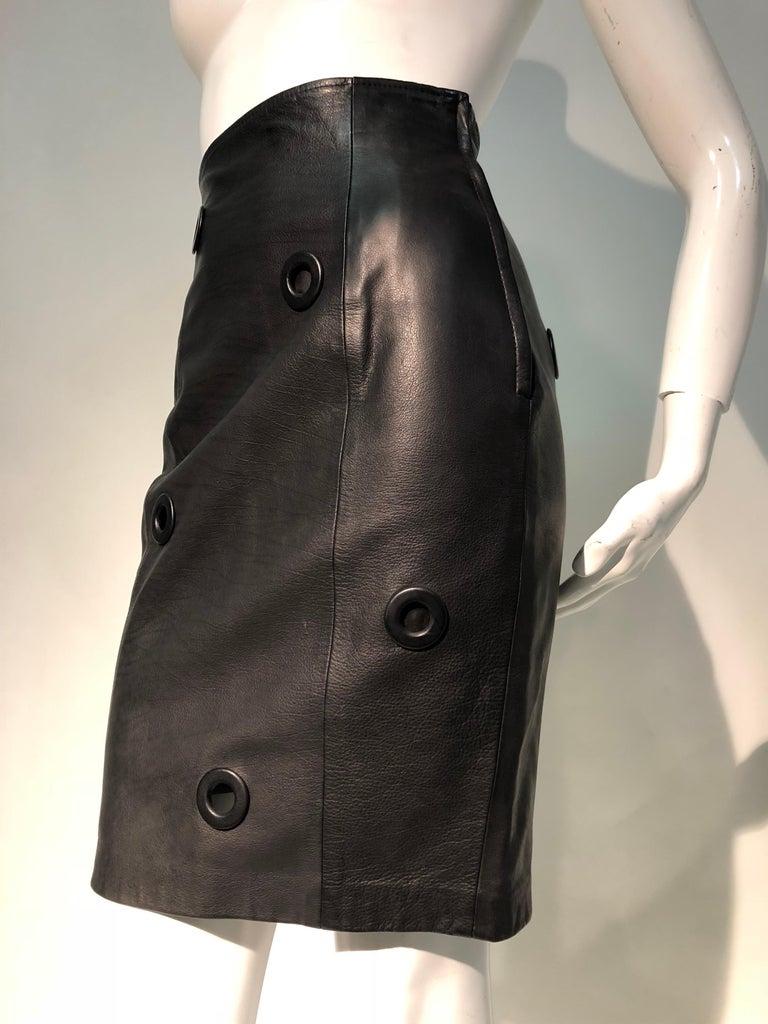 1980er Jahre Gianfranco Ferré hoher Bund schwarzes Leder Minirock W / großen Ösen 3