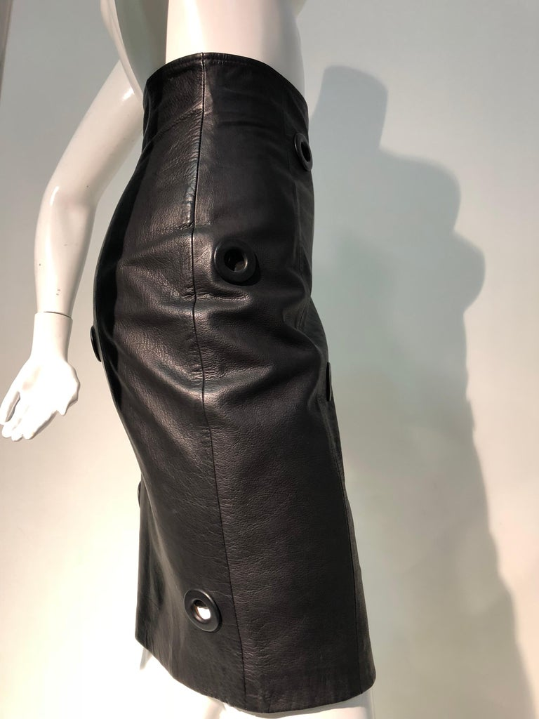 1980er Jahre Gianfranco Ferré hoher Bund schwarzes Leder Minirock W / großen Ösen 4