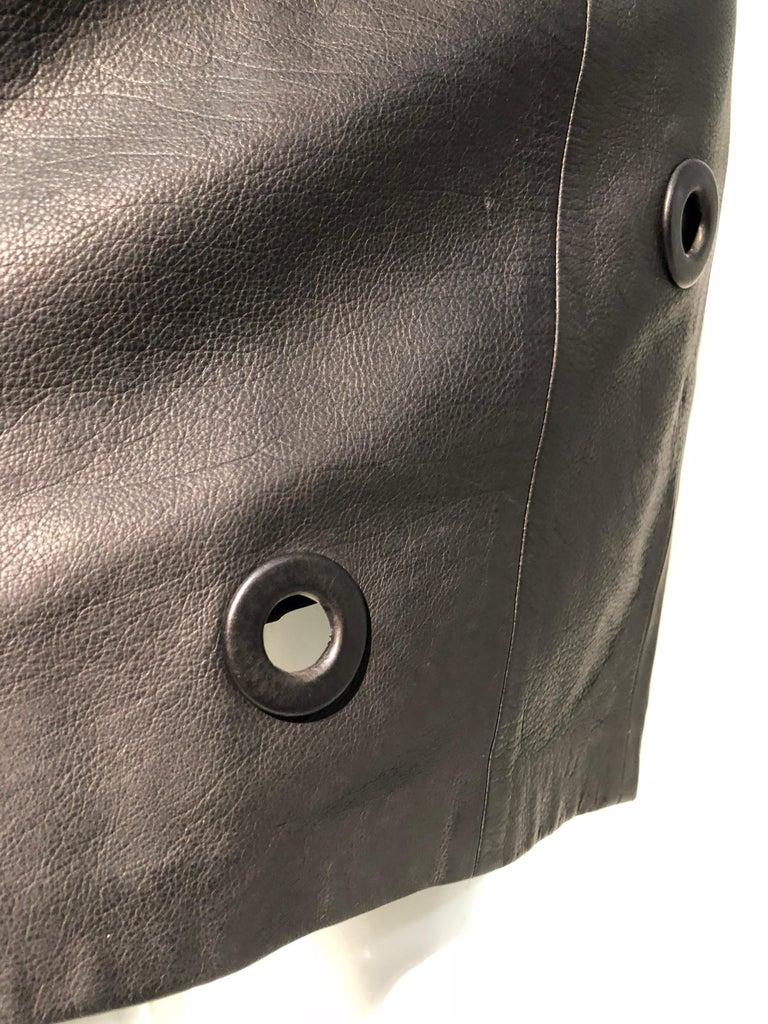 1980er Jahre Gianfranco Ferré hoher Bund schwarzes Leder Minirock W / großen Ösen 8