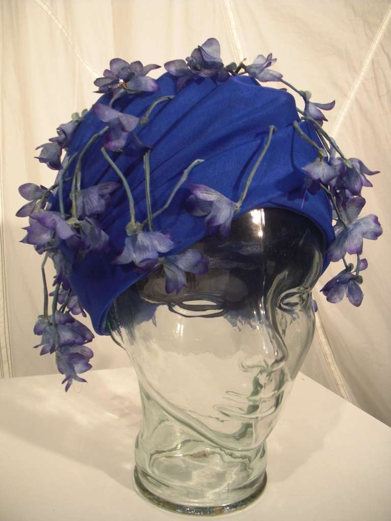 1960s Cathay of California Cobalt Blue Turban Hat w/ Violet Flowers For Sale 2