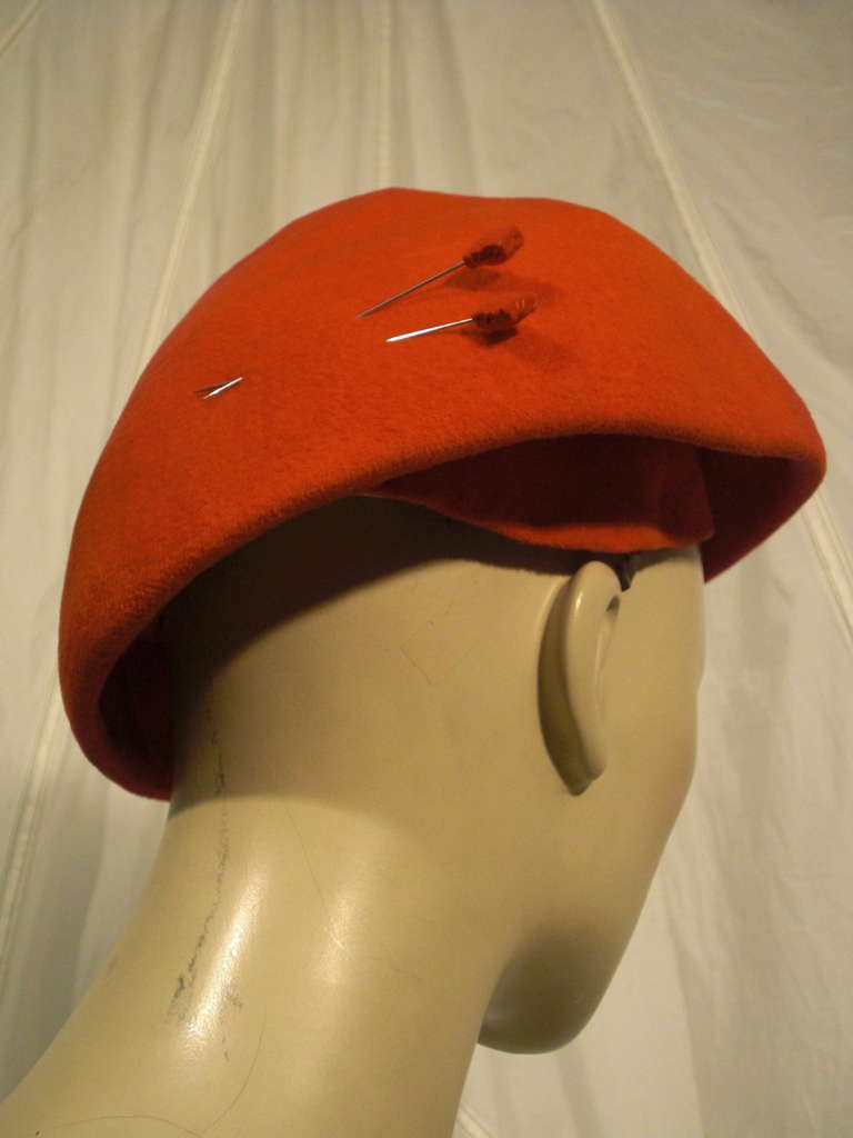 1950s Emme Sueded Cashmere Bullet Hat in Persimmon In Excellent Condition For Sale In San Francisco, CA