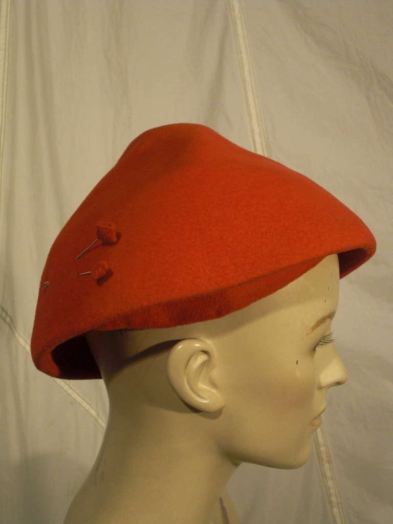 1950s Emme Sueded Cashmere Bullet Hat in Persimmon For Sale 2