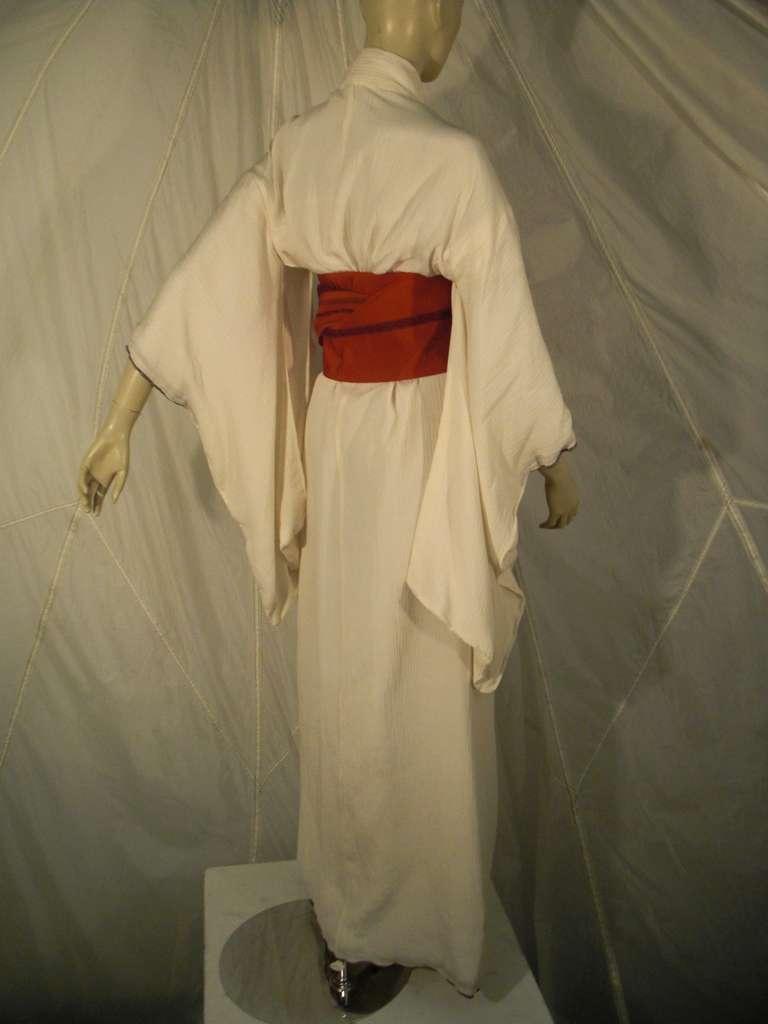 1970s White Traditional Kimono of Micro-Pleated Silk w/ Red Obi In Excellent Condition For Sale In San Francisco, CA