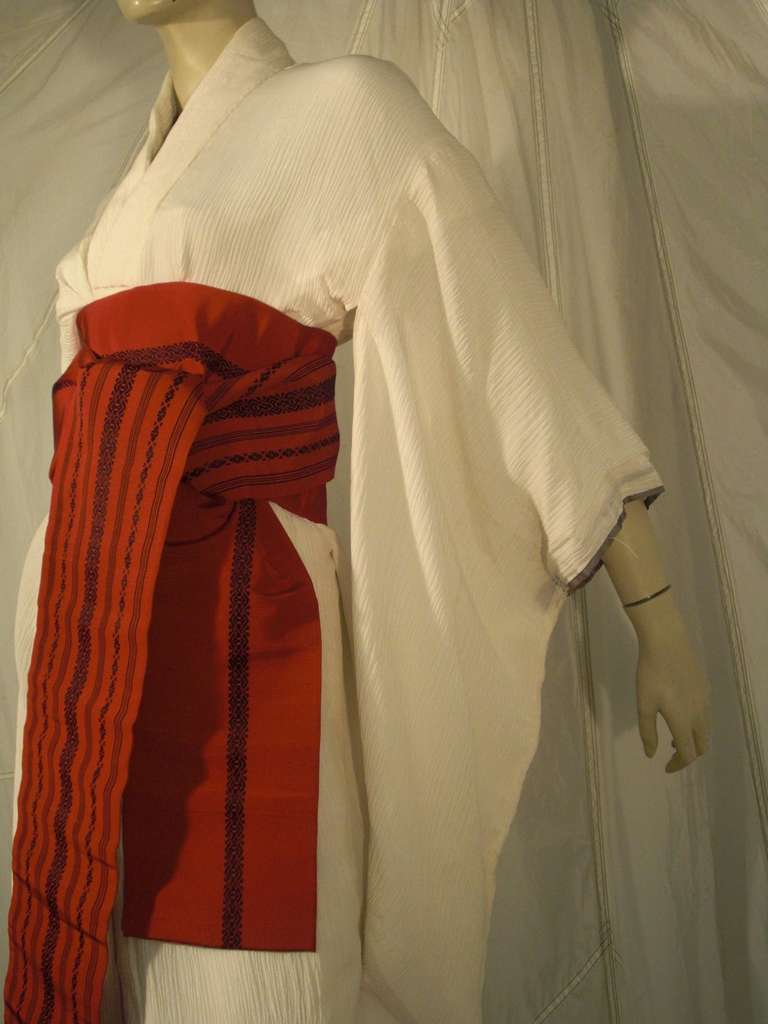 1970s White Traditional Kimono of Micro-Pleated Silk w/ Red Obi For Sale 2