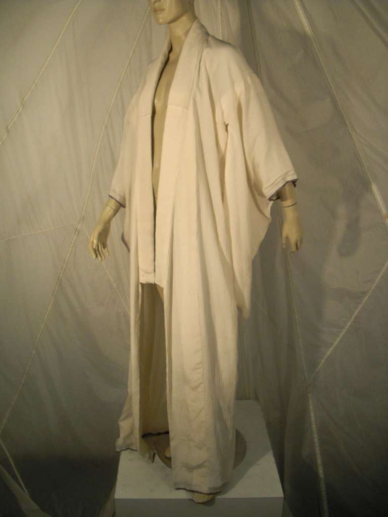 1970s White Traditional Kimono of Micro-Pleated Silk w/ Red Obi For Sale 3