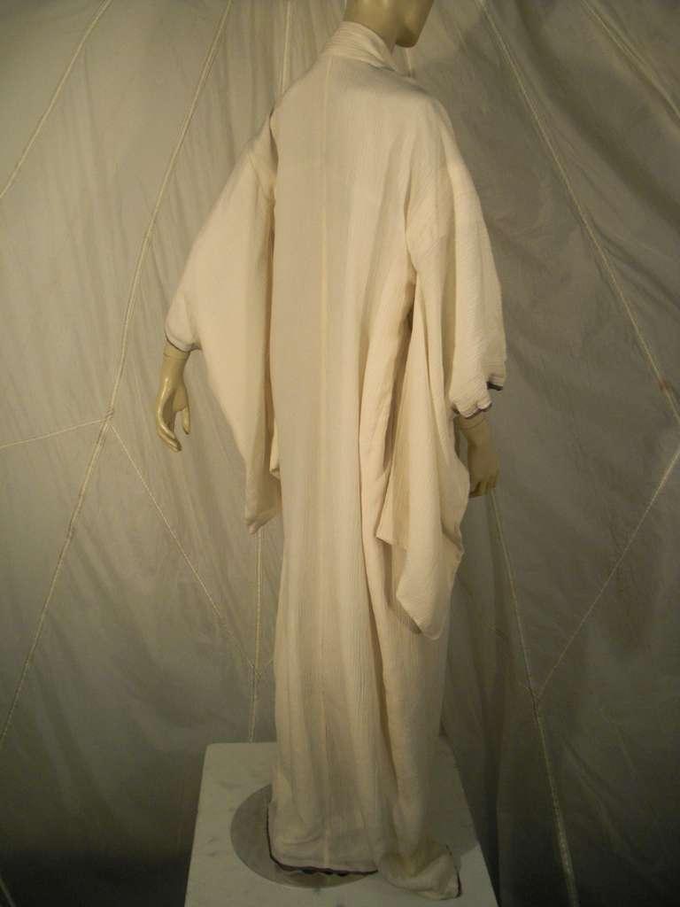 1970s White Traditional Kimono of Micro-Pleated Silk w/ Red Obi For Sale 4
