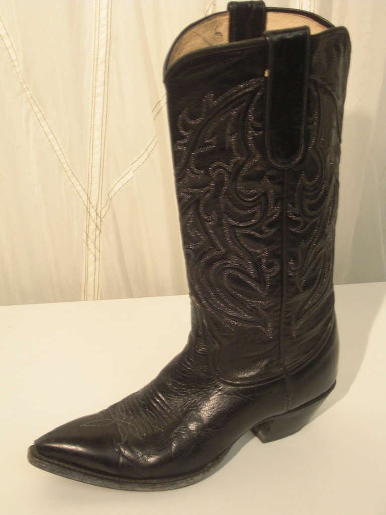 Bleu's Leather Western Boot with Pointed Toe and Stitched Upper 4