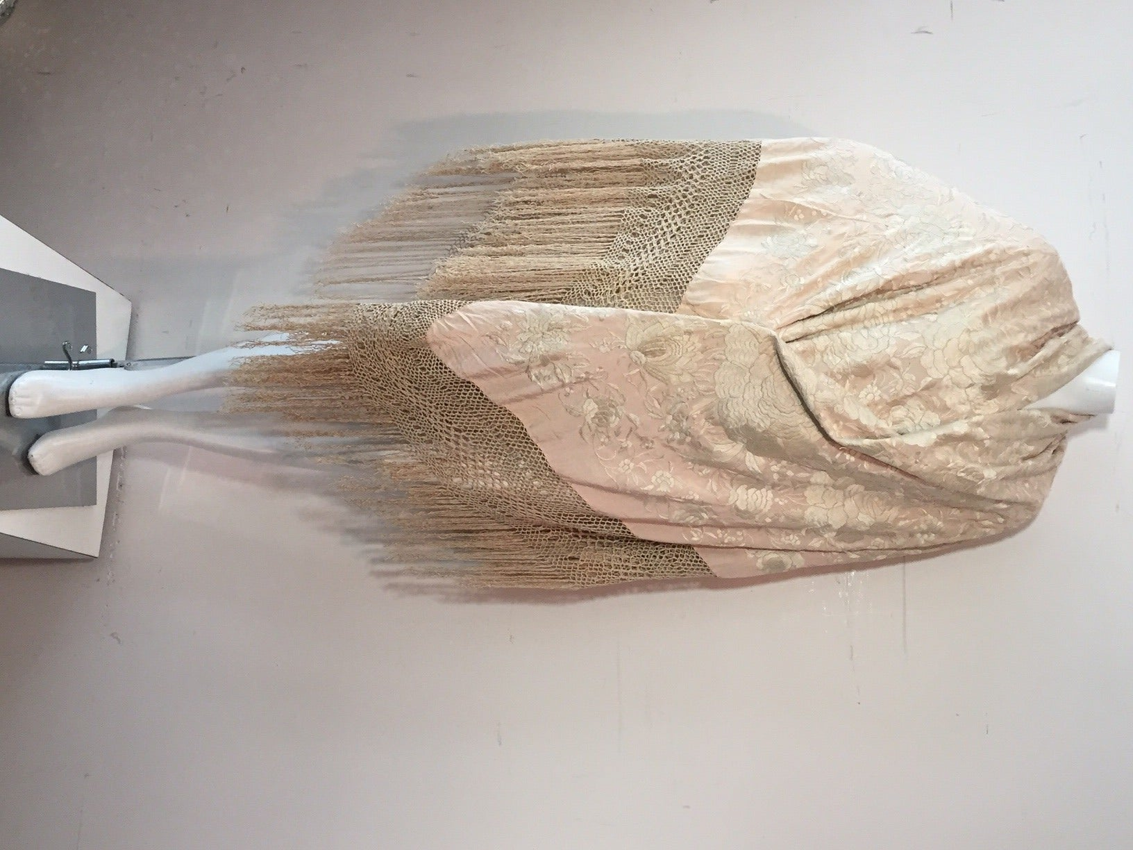 1920s Cantonese Embroidered and Fringed Silk Shawl in Blush and Pearl For Sale 2