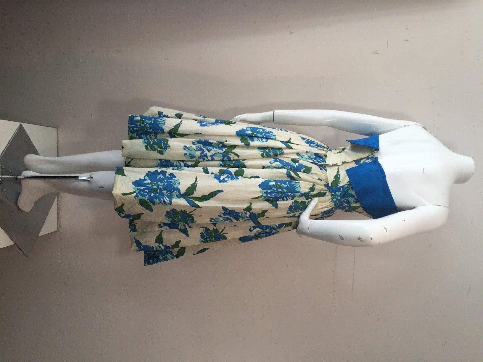 1950s Silk Floral Print Strapless Summer Dress in White, Blue and Green 2