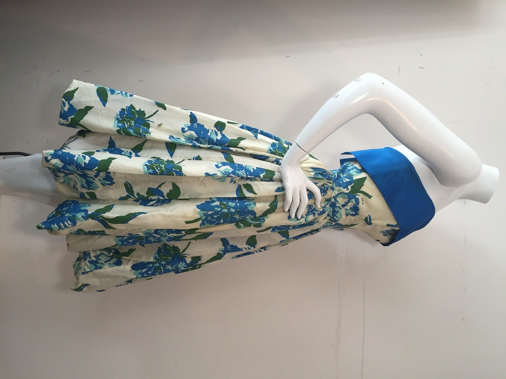 1950s Silk Floral Print Strapless Summer Dress in White, Blue and Green 6