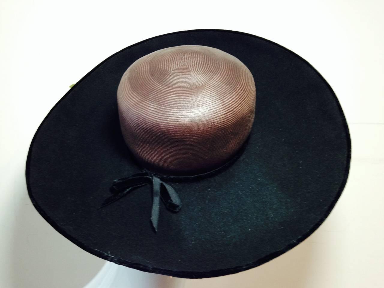 1940s Irina Roublon Fine Brown Straw Large Brim Hat w/ Felt Bouquet Trim For Sale 1