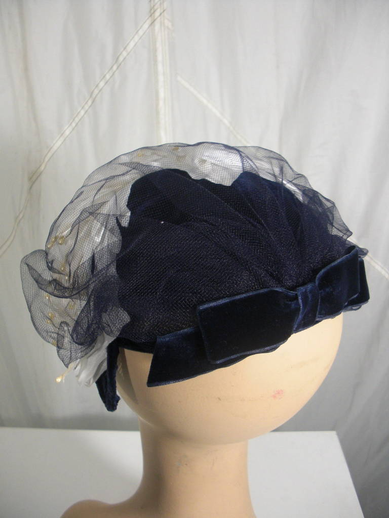 1950s White and Black Faux Feather and Pearl Cocktail Hat with Veil 4