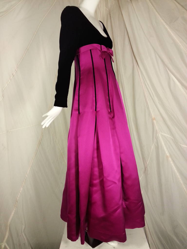 Oscar de la Renta Duchess Silk Satin and Black Velvet Ball Gown 2