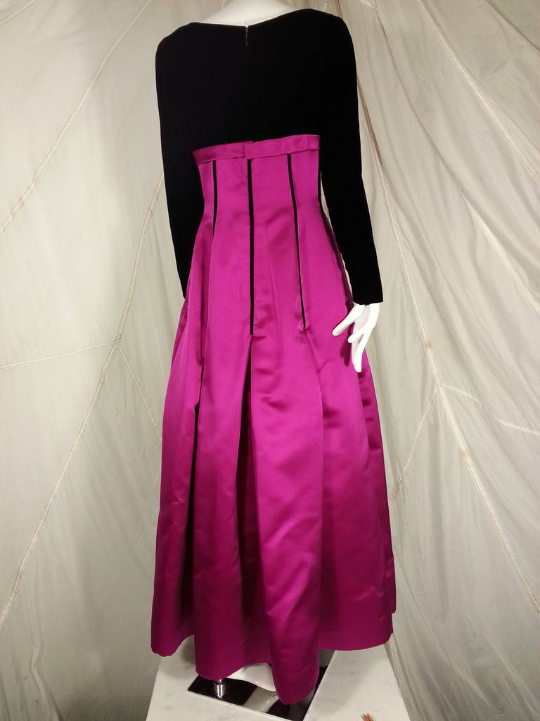 Oscar de la Renta Duchess Silk Satin and Black Velvet Ball Gown In Excellent Condition For Sale In San Francisco, CA