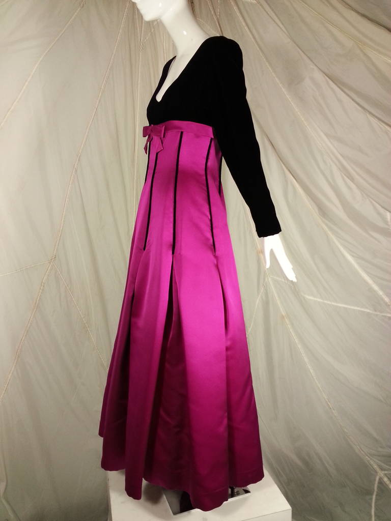 Oscar de la Renta Duchess Silk Satin and Black Velvet Ball Gown 3