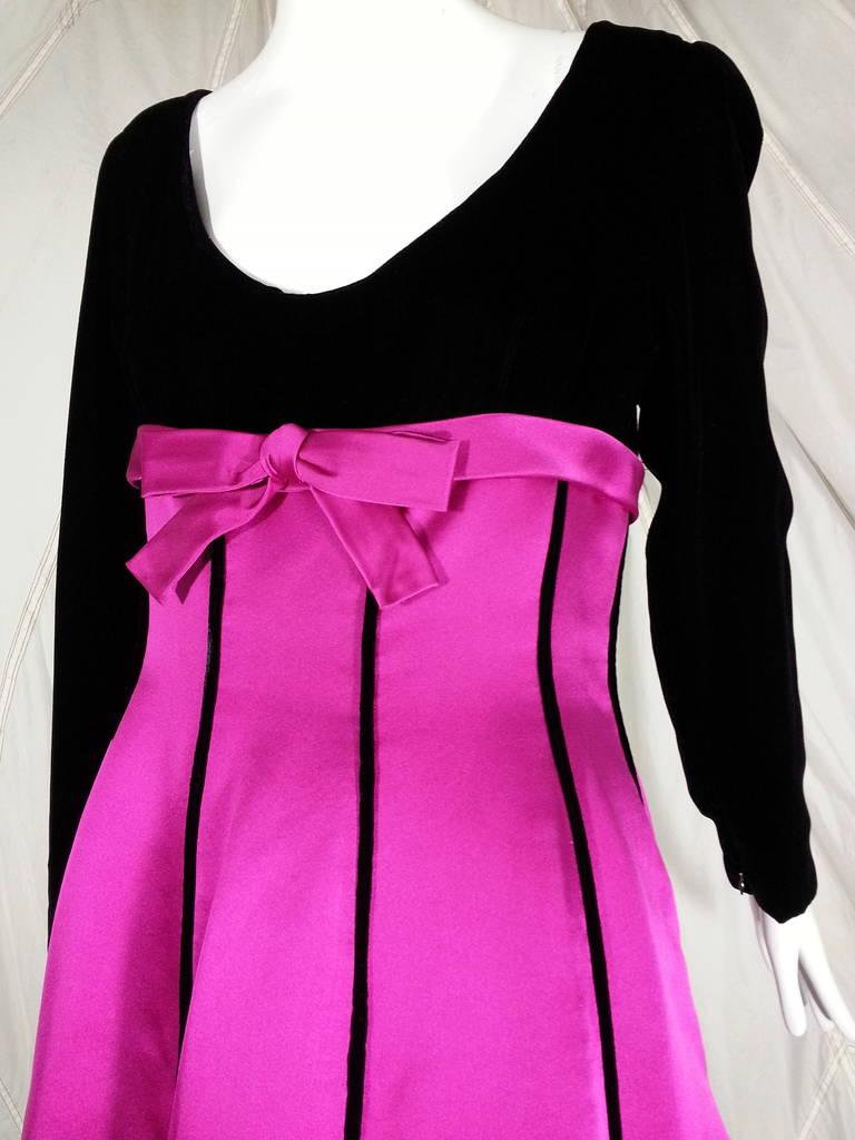 Women's Oscar de la Renta Duchess Silk Satin and Black Velvet Ball Gown For Sale