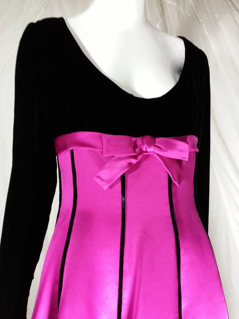 Oscar de la Renta Duchess Silk Satin and Black Velvet Ball Gown For Sale 1
