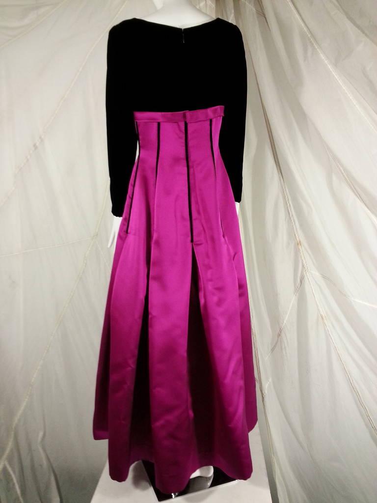 Oscar de la Renta Duchess Silk Satin and Black Velvet Ball Gown For Sale 2