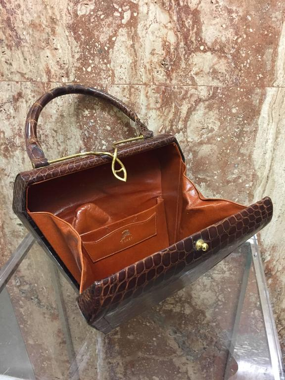 1950s Koret Brown Alligator Structured Handbag w Gold-Tone Clasp For Sale 1