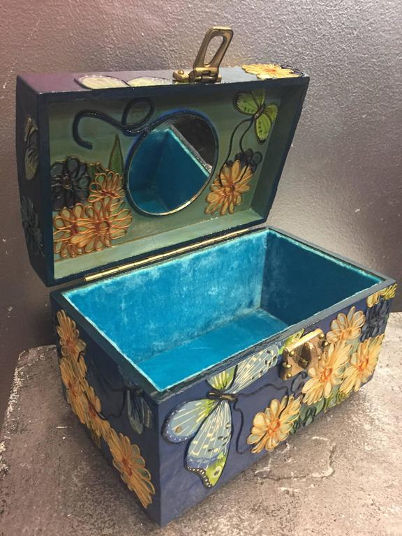 1960s Wooden Box Purse w Painted and Applied Flowers & Butterflies  For Sale 3