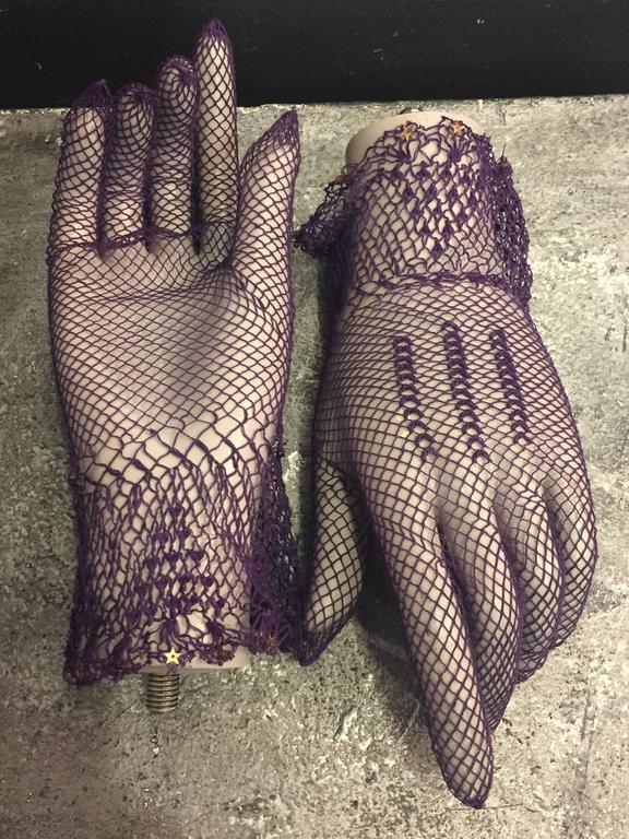 1930s Purple Cotton Crochet Gloves w Nice Details 5