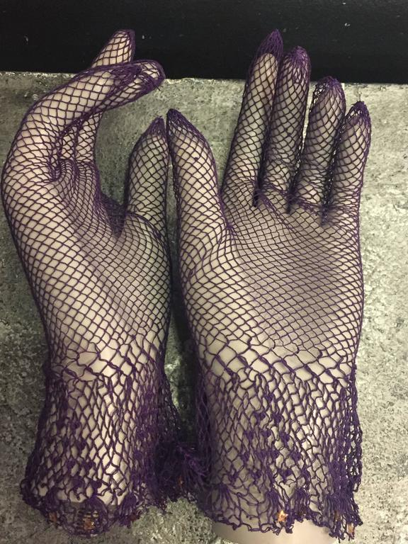 1930s Purple Cotton Crochet Gloves w Nice Details 4